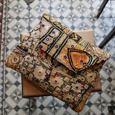 NEPAL by NAWERI 129€ Boho clutch made from antique embroidered fabrics. Pochette confectionnée à partir de tissus brodés antiques. Modèle unique.