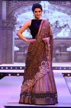Kirti Sanon walks for Manish Malhotra | PINKVILLA