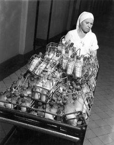 Robert Doisneau // Medicines - Ecole de puériculture 1942