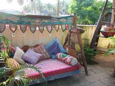 Outdoor couch/ bench with blankets & pillows Bohemian Patio, Bohemian Living, Bohemian Decor, Bohemian Bedrooms, Bohemian Beach, Bohemian Gypsy, Hippie Chic, Outdoor Couch, Outdoor Rooms