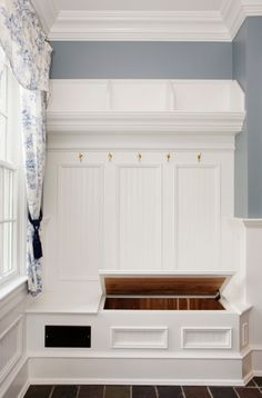 Built-ins by the backdoor. Would love to have the built-ins house the litter box.