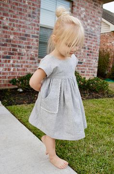 Pretty Handmade Linen Toddler Dress, little girl dress, linen dress, dress with pockets, linen and lace dress for girls - Babykleidung Baby Girl Fashion, Toddler Fashion, Toddler Outfits, Fashion Kids, Kids Outfits, Gothic Fashion, Trendy Fashion, Fall Outfits, Latest Fashion