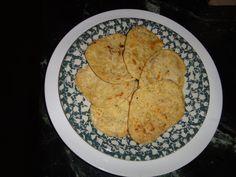 You can make it with onions and garlic OR cinnamon and raisins. Flat Bread, Raisin, Onions, Cinnamon, Garlic, Good Food, Gluten Free, Ethnic Recipes, Fun