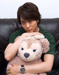 Sho and a gigantic Shellie May. Ninomiya Kazunari, Boy Bands, Teddy Bear, Toys, Animals, Animales, Animaux, Toy, Teddybear