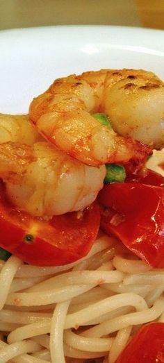 Pasta with shrimp and cherry tomatos