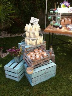 Planning your breakfast at tiffanys wedding shower party, here 25 ideas to copy 8 Candy Table, Candy Buffet, Boys Food, Blue Desserts, Candy Cart, Mexican Party, Breakfast At Tiffanys, Shower Party, Bridal Shower