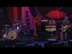"The Black Keys perform ""Everlasting Light"" live.  Dan Auerbach's falsetto is pure sex."