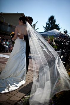 Love the sweeping veil! http://chrisliehmannphotography.com