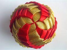 Bombki Karczoch: Bombki Karczoch Quilted Christmas Ornaments, Christmas Ribbon, Christmas Balls, Christmas Tree Decorations, Fabric Balls, Fabric Ribbon, Homemade Ornaments, How To Make Ornaments, Folded Fabric Ornaments