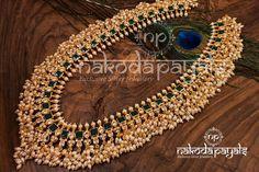 These Brands Have The Best Guttapusalu Necklace Designs Pearl Necklace Designs, Jewelry Design Earrings, Gold Jewellery Design, Bead Jewellery, Diamond Jewellery, Gold Jewelry, Indian Jewelry Sets, Silver Jewellery Indian, South Indian Bridal Jewellery
