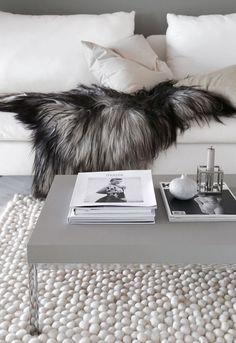 Filzkugelteppich in Weiß für das Wohnzimmer