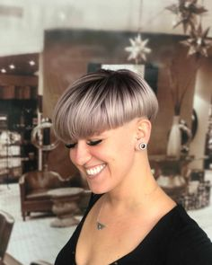 50 Best Pixie And Bob Cut Hairstyle Ideas 2019 - Aktuelle Damen Frisuren Top Haircuts For Men, Bowl Haircuts, Short Hairstyles For Women, Oval Face Hairstyles, Trending Hairstyles, Bob Hairstyles, Short Hair Cuts, Short Hair Styles, Flat Top Haircut