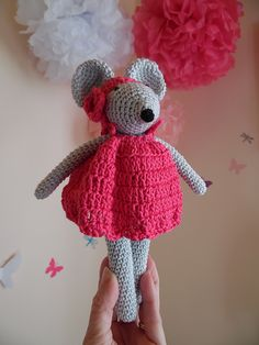 Rosie is a lovely little mouse with its headband and pink dress! It is already very famous around me …