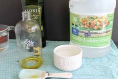 Try this recipe for homemade furniture polish in your home! The recipe uses basic all natural ingredients with no chemicals required! Homemade Furniture Polish, Country Chic Cottage, Polish Recipes, How To Make Homemade, Natural Cleaning Products, Pin Collection, Food Hacks, Mugs, Tableware