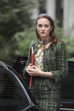 These are the mean girls we love to hate—Blair Waldorf, Gossip Girl. Gossip Girl Blair, Gossip Girls, Moda Gossip Girl, Estilo Gossip Girl, Blair Waldorf Gossip Girl, Gossip Girl Outfits, Gossip Girl Fashion, Gossip Girl Style, Gossip Girl Season 4