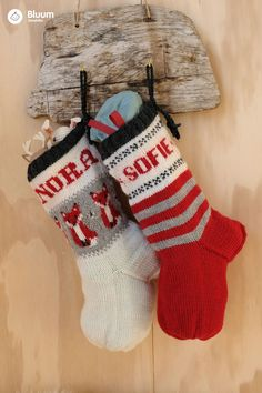Strikk koselige julestrømper til jul - velg navn og farger! Kos, Christmas Stockings, Holiday Decor, Home Decor, Threading, Needlepoint Christmas Stockings, Decoration Home, Room Decor, Christmas Leggings