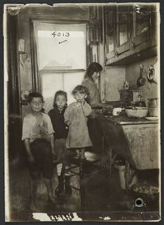New York: Tenement family in the kitchen 1915.