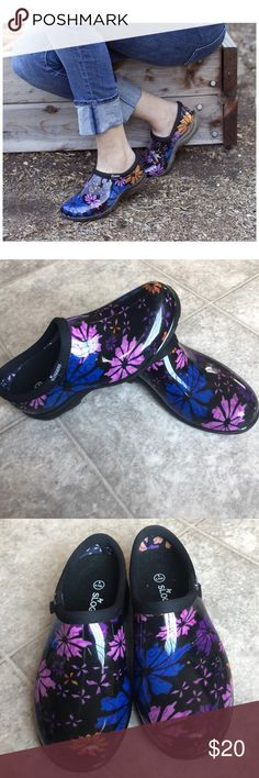 af8a5b31 [Sloggers] Flower Power Rain & Garden Shoes Whether you're working in