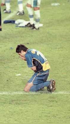 Messi, Goku, Nba, Roman, David, Football, Soccer, Soccer Pics, Yellow