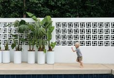 Firth's Solar blocks create the 'wow' factor in home – Breeze Blocks Palm Springs Resorts, Palm Springs Houses, Palm Springs Style, Fence Design, Wall Design, Balcony Design, Decorative Concrete Blocks, Besser Block, Breeze Block Wall