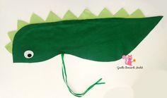 Capa confeccionada em feltro, e amarração com fita de cetim. As crianças irão amar esse brinde na festa! * Embalagem individual e tag personalizada inclusas, basta solicitar no ato da compra! Comprimento aproximado: 70 cm * Para grandes quantidades, o prazo para produção poderá ser este... Sewing For Kids, Diy For Kids, Crafts For Kids, Pig Party, Dinosaur Birthday Party, Paper Roll Crafts, Fabric Crafts, Dino Costume, Granny Gifts