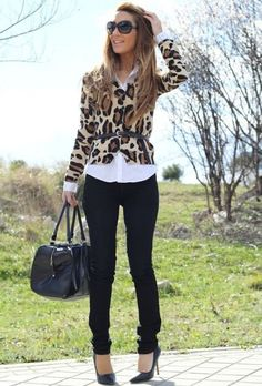 Tips on Improving Your Work Wardrobe Fall / Winter – street chic style – work outfit – office wear – white shirt + leopard print cardigan + waisted black belt + black skinnies + black stilettos + black handbag Mode Outfits, Chic Outfits, Fall Outfits, Blazer Outfits, Outfit Winter, Classy Outfits, Summer Outfits, Chic Office Outfit, Office Outfits
