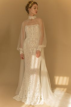 Hottest 27 Wedding Dresses Fall 2018 New York Bridal Fashion Week brought exciting designs for 2018 brides-to-be. Look at the best wedding dresses fall 2018 from top designers. Be modern bride! Fall Dresses, Pretty Dresses, Beautiful Dresses, Dresses Dresses, Wedding Dresses 2018, Bridal Dresses, Unique Wedding Gowns, Wedding Cape, Autumn Wedding