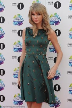 51f227e8066a49 Elegance  Taylor Swift arrives at BBC Radio 1 s Teen Awards at the Wembley  Arena in