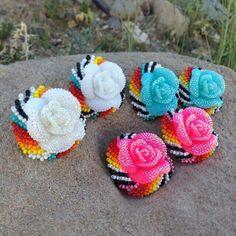 Beaded Earrings Native, Beaded Earrings Patterns, Native Beadwork, Native American Beadwork, Seed Bead Earrings, Native Beading Patterns, Beadwork Designs, Bead Sewing, Indian Crafts