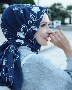 140.4k Followers, 351 Following, 204 Posts - See Instagram photos and videos from Şüheda Türkoğlu (@suhedaaat) Modern Hijab Fashion, Hijab Fashion Inspiration, Muslim Fashion, Hijabi Girl, Girl Hijab, Hijab Outfit, Muslim Girls, Muslim Women, Islamic Girl Images