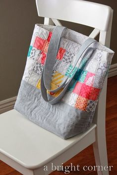 Scrappy quilted tote bag from A Bright Corner - This explains how she did the patchwork, the actual bag is from this tutorial http://www.jedicraftgirl.com/2012/10/quilted-tote-bag-tutorial.html