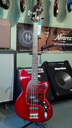 This bass is the best of all worlds. It features the advantages of both precision and jazz basses with its passive P/J pickup configuration and narrow neck for smooth, fast playing as well as 2-band E