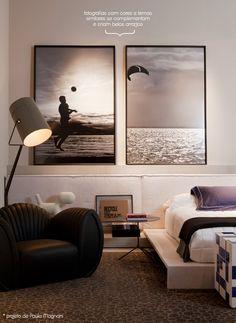 Bonita a composição de quadros na cabeceira da cama. Super importante para que a decoração do quarto fique charmosa.