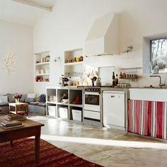 Une cuisine moderne en béton dans l'esprit maison de vacances