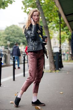 Fashion Week: See what the models are wearing off duty in Paris Street Style 2017, Model Street Style, Purple Pants, Rocker Style, Fashion Addict, Get Dressed, Everyday Fashion, Paris Fashion, Black Leather