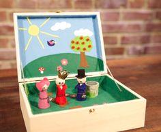 Mobile Playbox für die Kids selber gestalten.  Tutorial: http://www.youtube.com/watch?v=_H6pYzRLnMs
