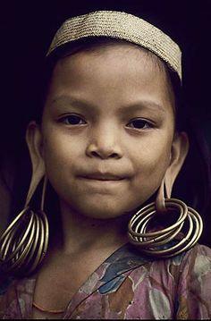 Indonesia. Borneo rain forest. Dyak girl.