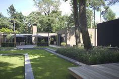 PUUR Groenprojecten - Verscholen Schoonheid - Luxe tuin ontwerp met zithoek en diverse hoogteniveaus