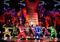 1353-extra-MegaMix-act-from-Michael-Jackson-THE-IMMORTAL-World-Tour-Cirque-du-Soleil-md.jpg 512×360 píxeles
