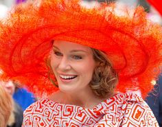 Queen Mathilde of Belgium, donned some eye-catching head-gear when she arrived at Te Deum today, the of July, in connection with the National Day celebrations in Brussels. Bandana, Style Royal, Contemporary History, Orange Hats, Fancy Hats, Just Smile, Hair Ornaments, Headgear, Matilda