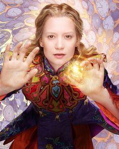 Mia Wasikowska Alicia a través del espejo