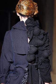 Comme des Garçons Fall 2011 Ready-to-Wear Accessories Photos - Vogue