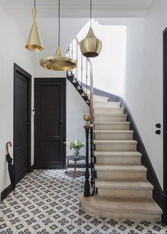 25 Staircase Decor To Keep Now - Home Decoration Experts Style At Home, European Home Decor, Metal Homes, Home Lighting, Lighting Ideas, Hallway Lighting, Bedroom Lighting, Copper Lighting, Home Fashion