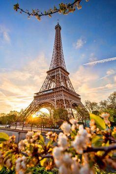 Flitterwochen Paris Honeymoon - Honeymoon destinations - Honeymoon ideas - Honeymoon love - Source H Eiffel Tower Photography, Paris Photography, Torre Eiffel Paris, Paris Eiffel Tower, Eiffel Towers, Romantic Honeymoon Destinations, Amazing Destinations, Honeymoon In Paris, Honeymoon Ideas