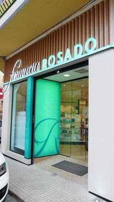Proyecto de diseño, mobiliario y reforma de la farmacia Rosado, entra y mira las imágenes