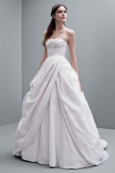 Cute  Wedding Dresses That Were Pinned And Re Pinned And Re Pinned In Vera Wang