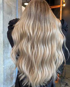 Blonde Hair Shades, Light Blonde Hair, Dyed Blonde Hair, Honey Blonde Hair, Blonde Hair Looks, Light Hair, Beach Blonde Hair, Golden Blonde, Blonde Hair Inspiration