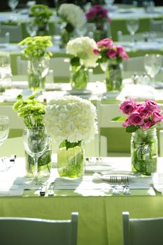 rehearsal dinner // backyard // preppy // simple centerpieces // white hydrangea // table decor