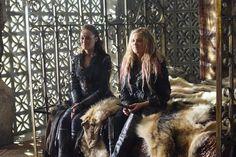 Alycia Debnam-Carey and Eliza Jane Taylor    The 100 cast behind the scenes    Commander Lexa and Clarke Griffin    Clexa