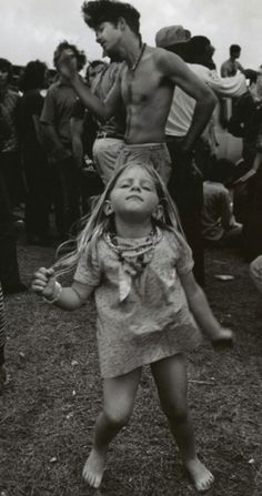 """Woodstock - """"my Dad took me to this place with a million people. i think it was called Woodstock"""" Festival Woodstock, Woodstock Music, Woodstock Photos, Woodstock Poster, 1969 Woodstock, Woodstock Concert, Woodstock Hippies, Jolie Photo, Lets Dance"""